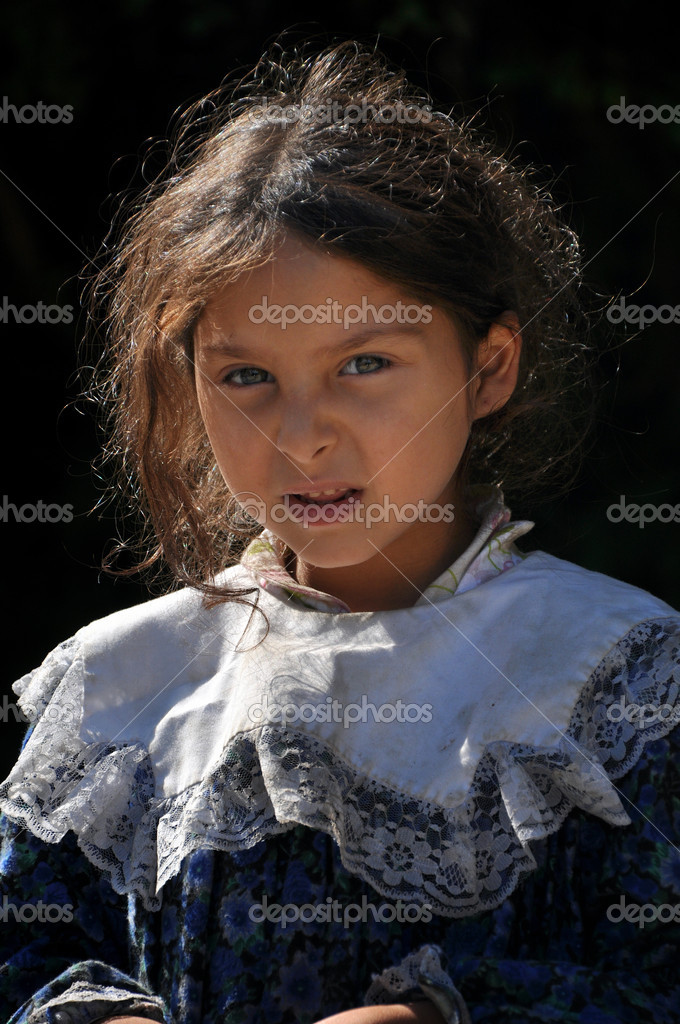 Gypsy, romani girl begging – Stock Editorial Photo © salajean #28038995