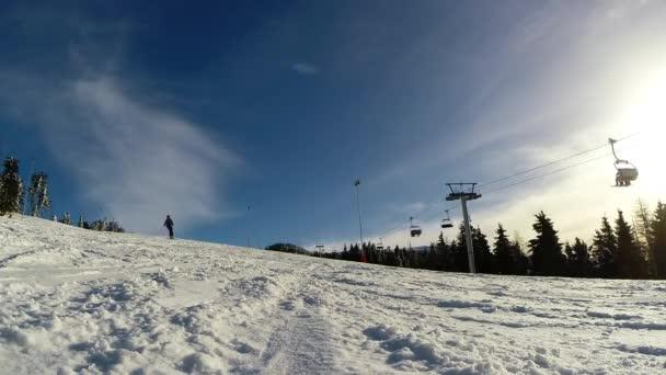 lyžař lyžování svahu