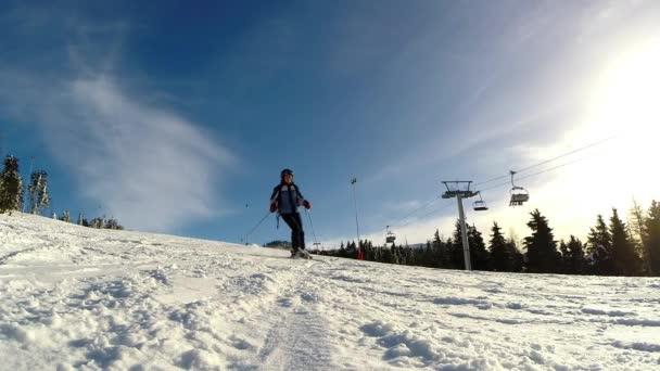 Zpomalený pohyb lyžař lyžování svahu
