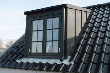 Modern vertical roof window