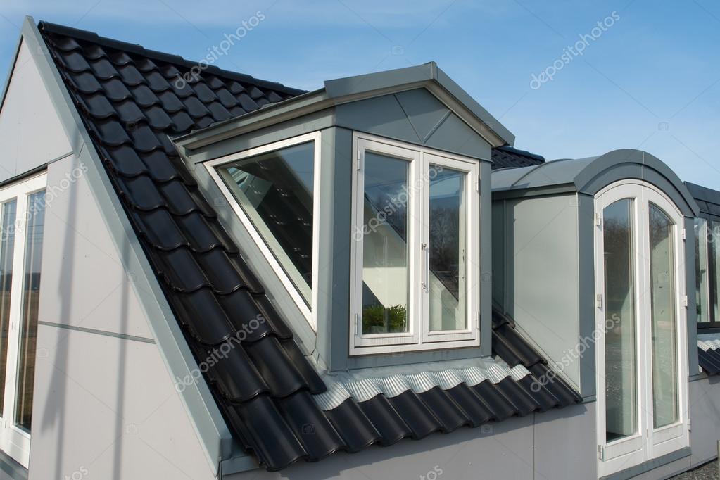 Finestre da tetto verticale moderno u2014 foto stock © ronyzmbow #22334533