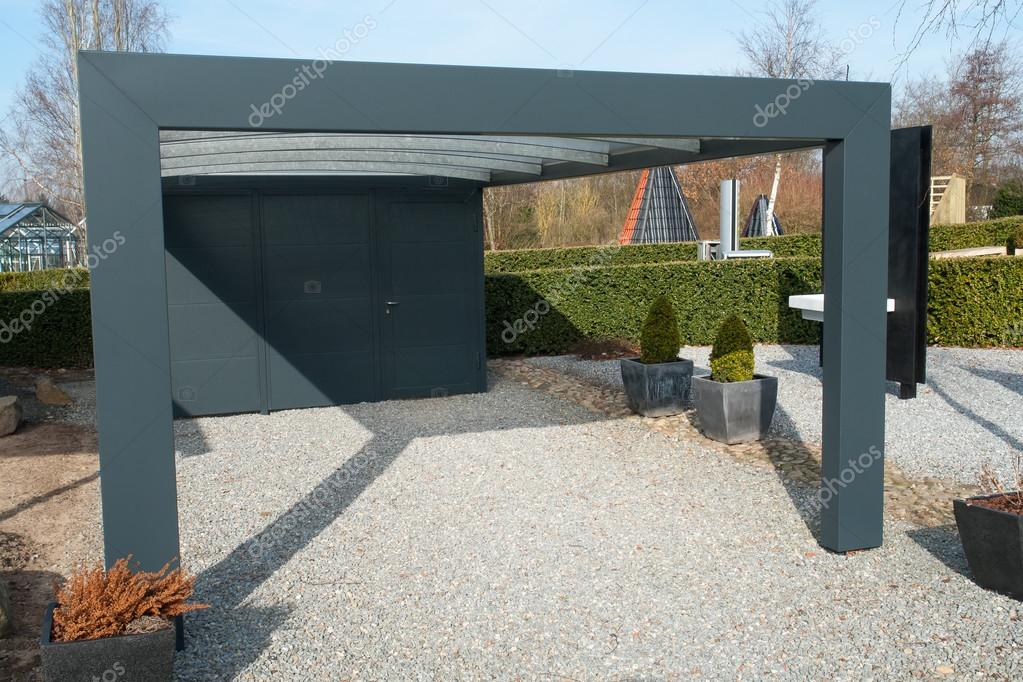 Utilisation Du Garage Voiture Carport Moderne Photographie
