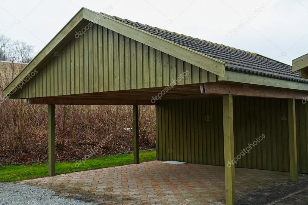 moderne Carport Garagenparkplatz — Stockfoto © ronyzmbow #40632695