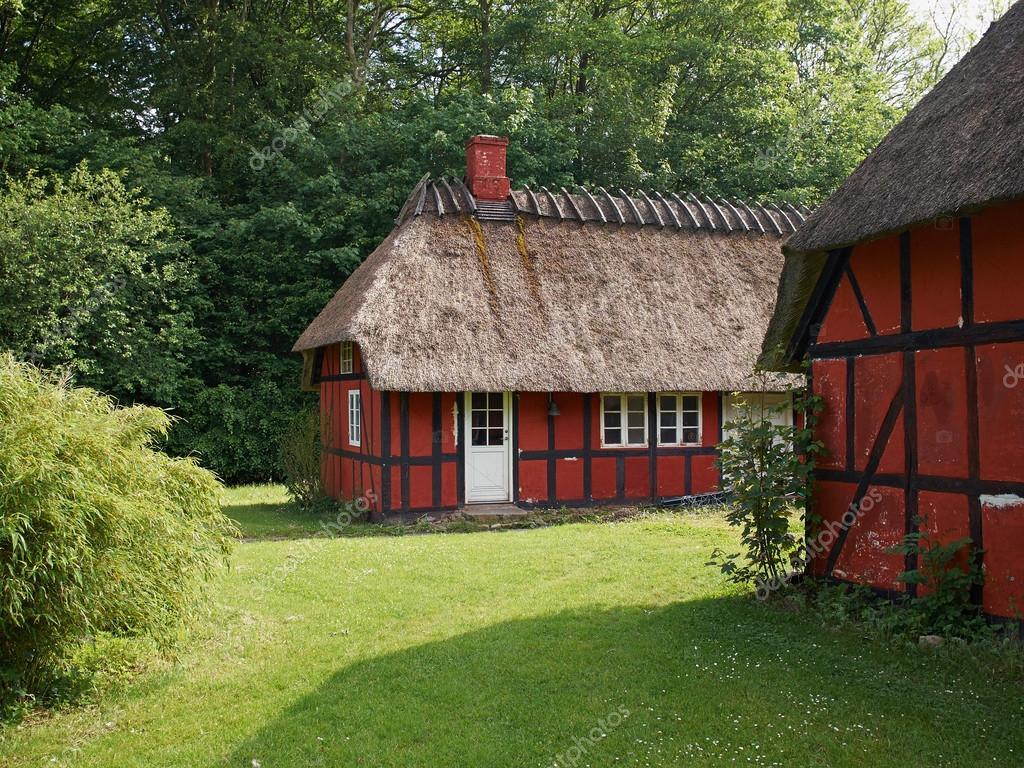 Style Campagne Vintage Traditionnelle à Colombages De Chaume Toit Maison  Danemark U2014 Image De Ronyzmbow