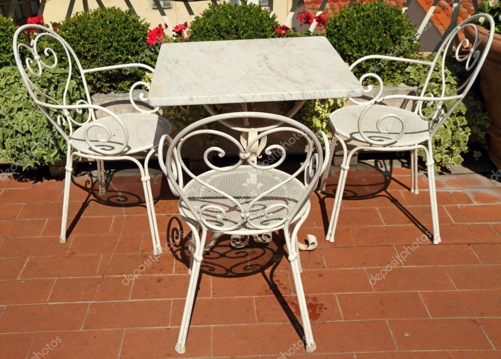 muebles de jardn vintage en terraza en la azotea de toscana florencia italia u