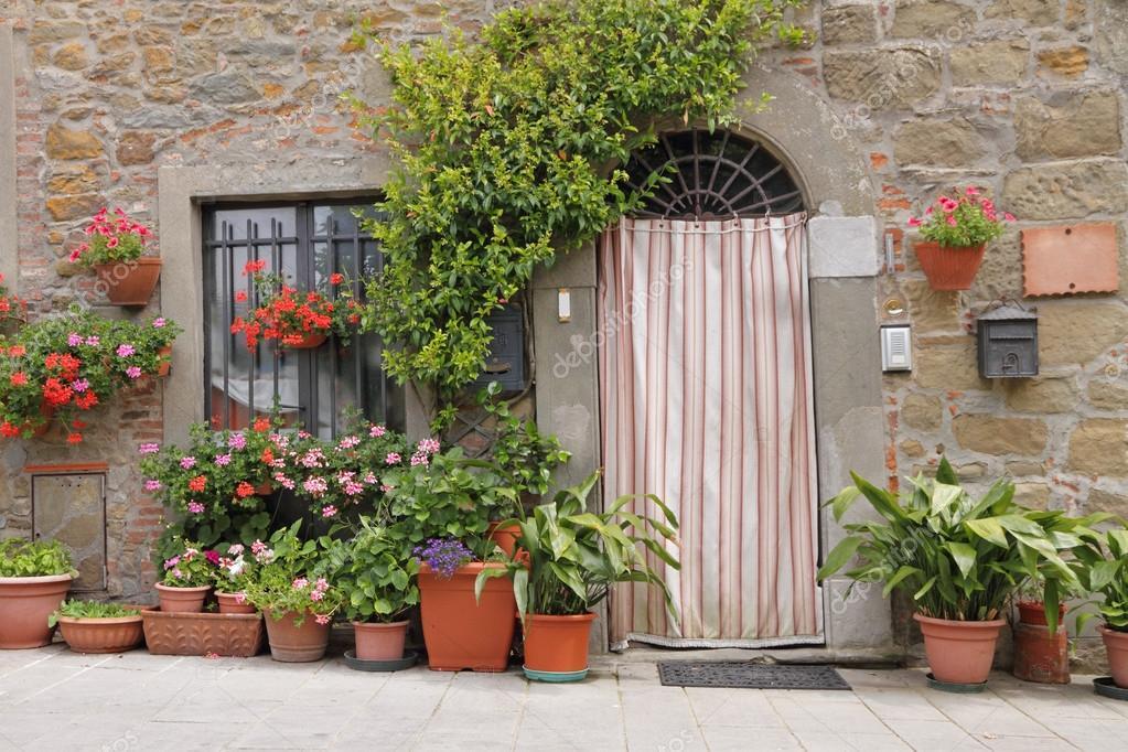 Gordijn Voor Deur : Deur met gordijn toscane italië europa u stockfoto