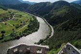 Fotografie zříceniny strecno hradu a Váh řeky, Slovensko