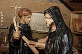 dřevěné sochy - mniši v klášteře