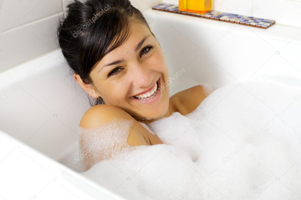 Фото молодая в ванне фото 277-498