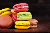 Photo Macaroons on a wooden table