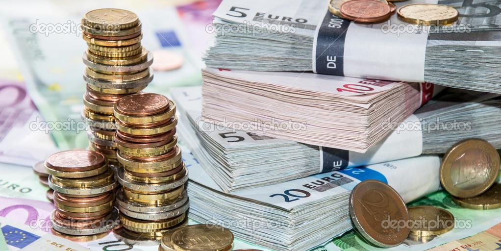 Stackes Münzen Und Euro Scheine Stockfoto Handmadepicture 39752171