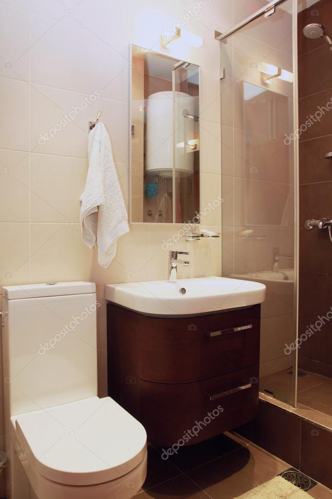 kleine bruine badkamer — Stockfoto © ttatty #16388855