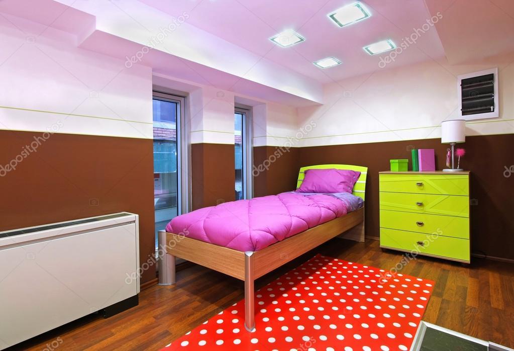Kleine Slaapkamer Kind : Kleine slaapkamer voor kind u2014 stockfoto © ttatty #27137821