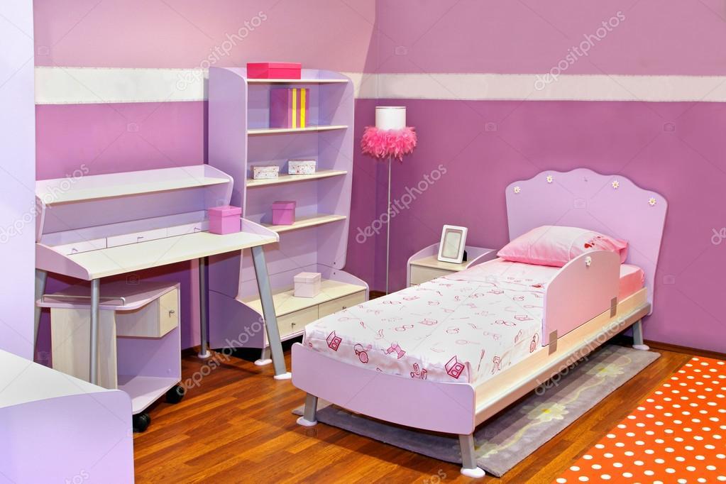 Lila meisje slaapkamer u stockfoto ttatty