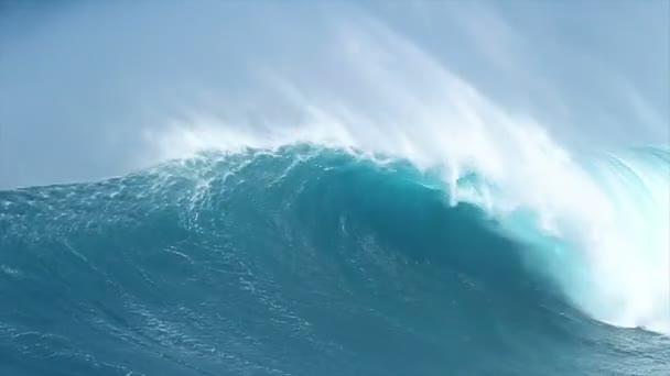 obří modrý oceán vlna
