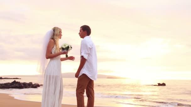 menyasszony és a vőlegény, romantikus újonnan házas pár