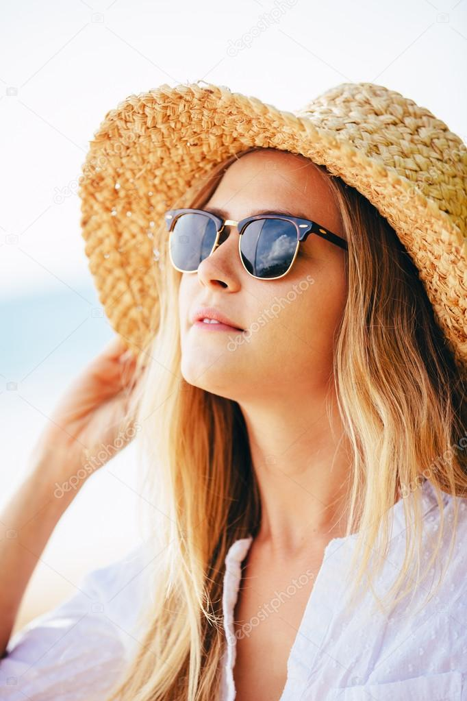 Fashion lifesytle, Portrait of beautiful blond girl on the beach