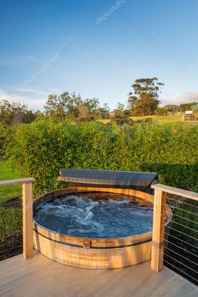 Inne rodzaje hot tub jacuzziwanna z hydromasażem jacuzzi — Zdjęcie stockowe PO34