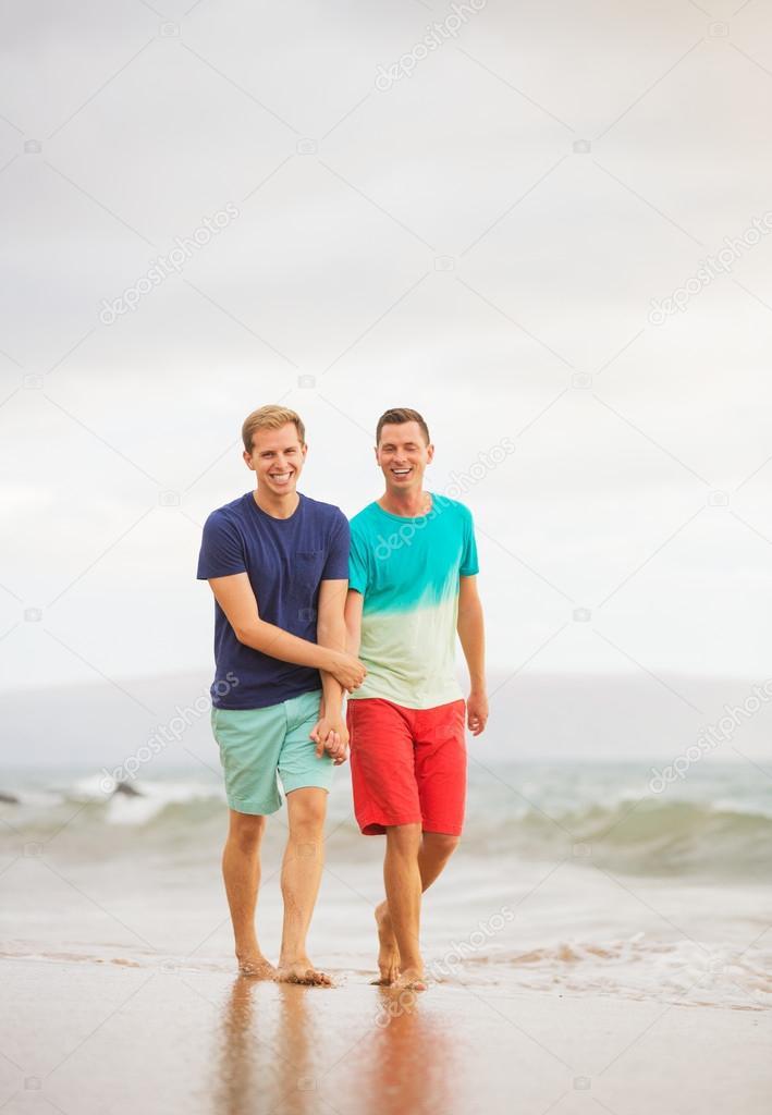 Геи на пляже скачать