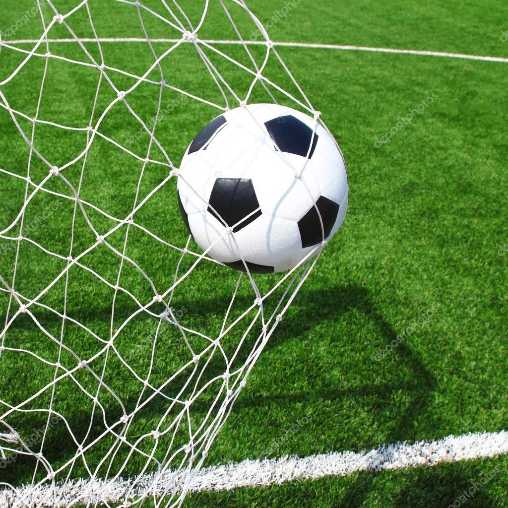 Pallone da calcio in rete foto stock joesive47 37756999 - Pagina da colorare di un pallone da calcio ...