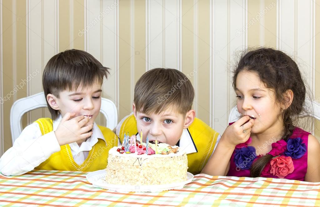 Kids have fun eating birthday cake Stock Photo Lester120 40166601