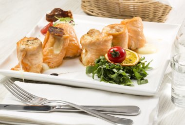 Fried fish rolls with herbs