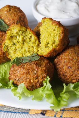 falafel with lettuce and tzatziki sauce vertical