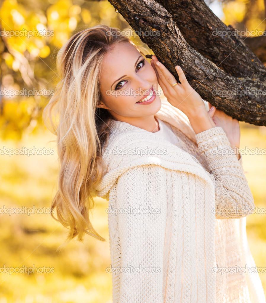 Красивые девушки в осеннем лесу фото — photo 1