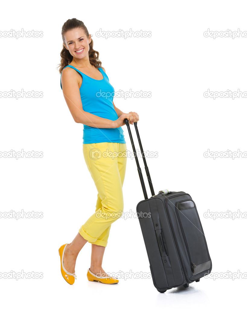 edc09934a9 Retrato de cuerpo entero de mujer joven turista feliz con el bolso de la  rueda —