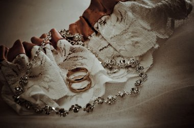 Gold wedding rings on the pincushion