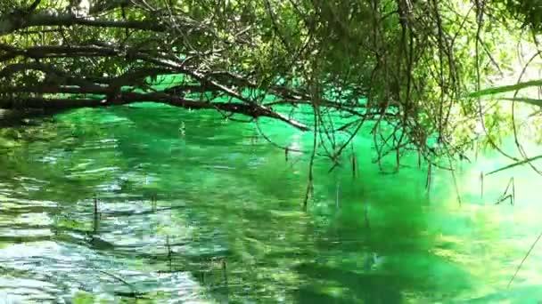křišťálově čistá jezera