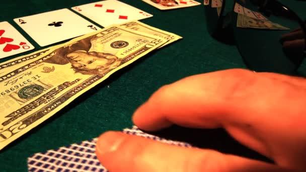 pumpování dolarů do pokerového stolu