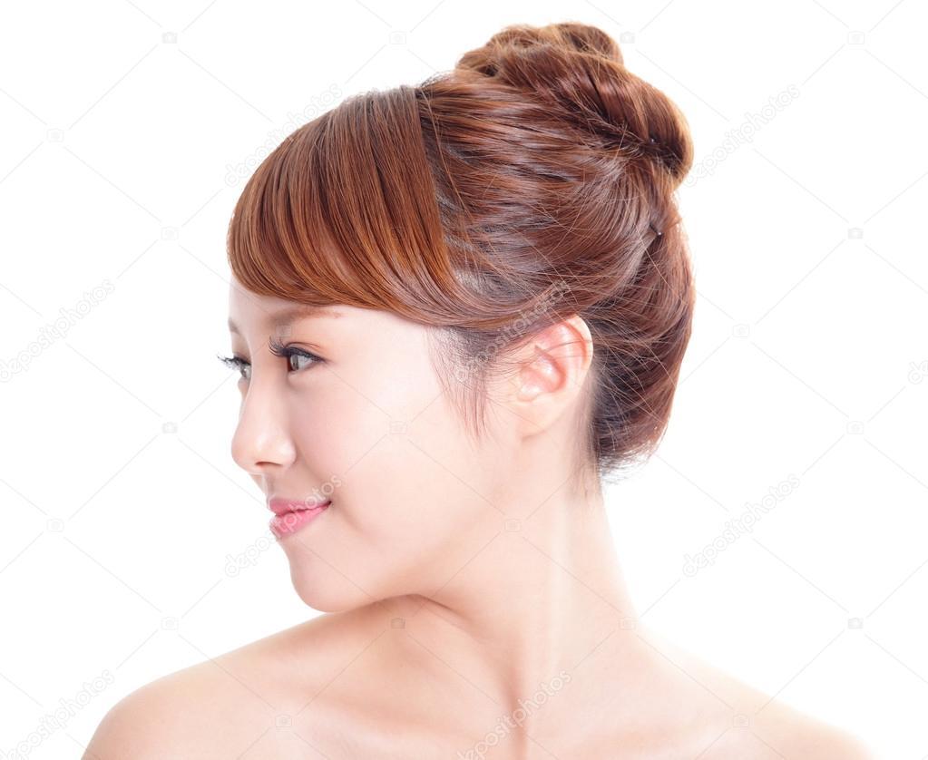 ritratto di profilo della donna con il volto di bellezza e perfetta pelle isolato su sfondo bianco modello asiatico foto di ryanking999