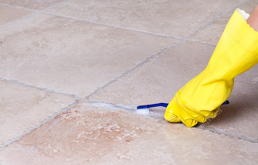 Reinigung Von Fliesen Fugenmasse Mit Zahnbürste Stockfoto Sjhuls - Fliesen von fugenmasse reinigen