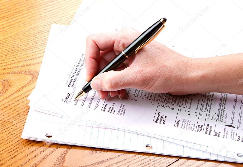 Filling Out A 1040 Ez Tax Form Stock Photo Sjhuls 17436933