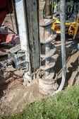 Fotografie Nahaufnahme des Bau-Auger, industrielle Bohranlage machen ein Loch in den Boden