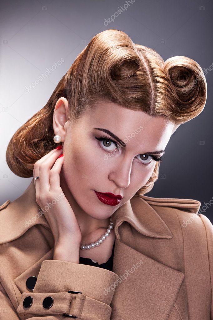 Estilo Vintage Aristocratica Mujer Con Peinado Retro Fotos De