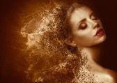 Fotografia splatter doro. donna futuristica con pelle verniciata bronzata. fantasia