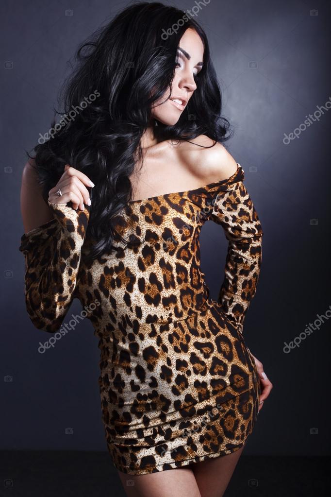 Девушки брюнетки фото в леопардовом костюме
