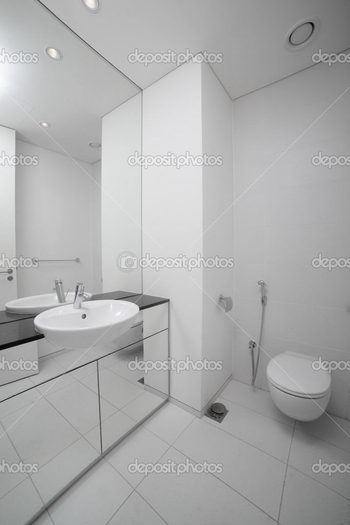 Bright And Clean European Toilet U2014 Stock Photo