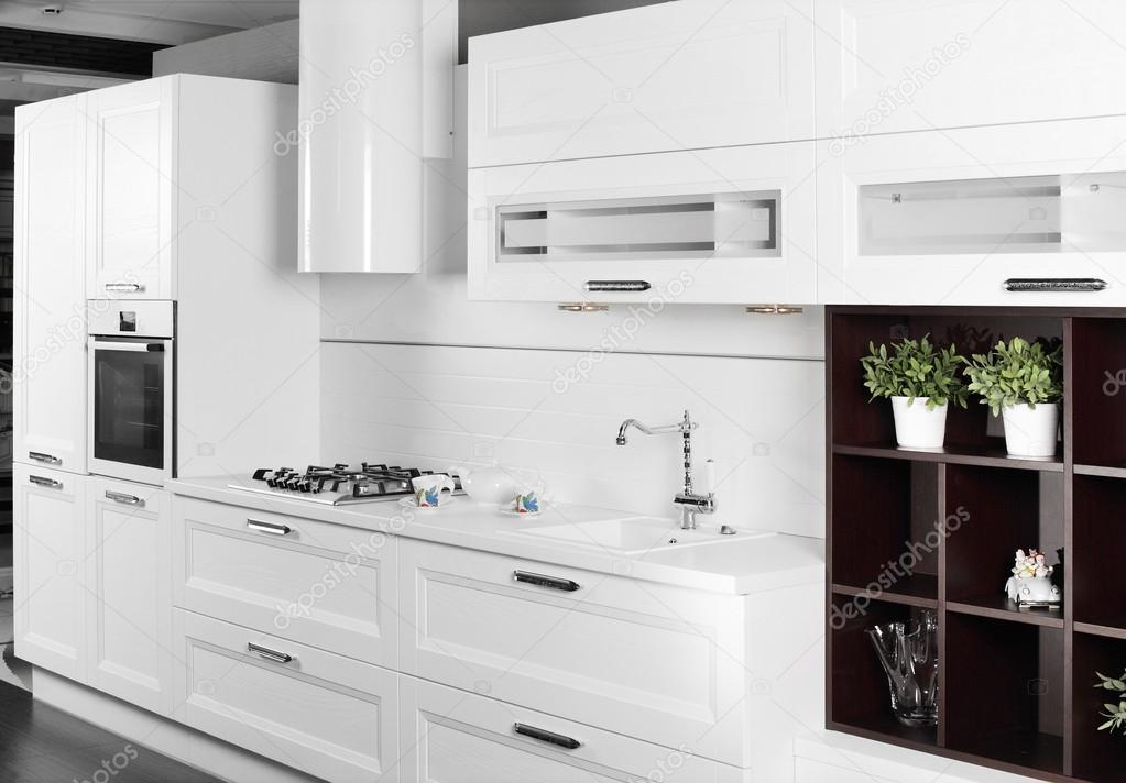 Bardzo dobra nowoczesna kuchnia białe meble stylowe — Zdjęcie stockowe QU41