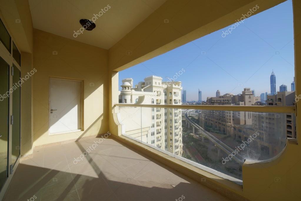 Schöne interieur des modernen balkon u stockfoto fiphoto
