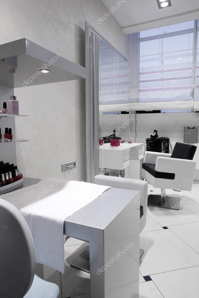 Interieur des modernen Beauty-salon — Stockfoto © fiphoto #46677933
