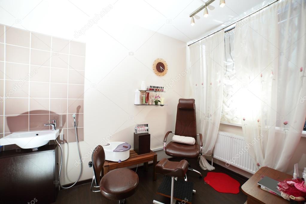 Interieur des modernen Beauty-salon — Stockfoto © fiphoto #49745883