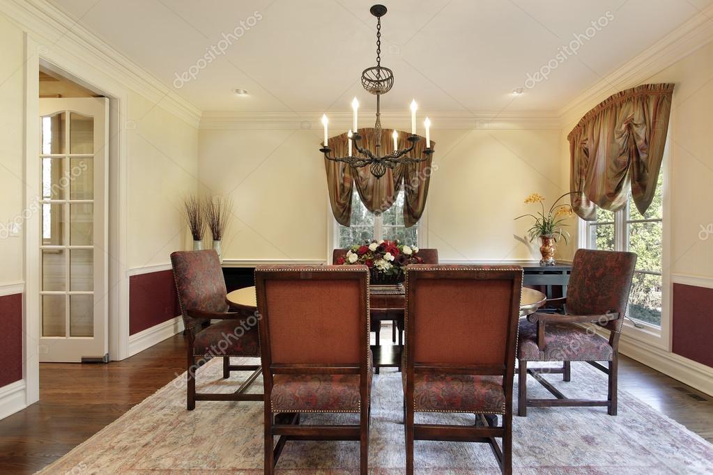 salón comedor con paredes de colores crema — Fotos de Stock © lmphot ...