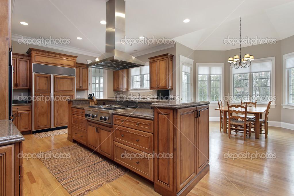 Kuchnia Z Wyspą Centrum Drewno I Granit Zdjęcie Stockowe Lmphot