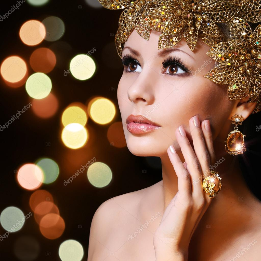 Fashion Girl with Gold Jewelries. Beauty young woman