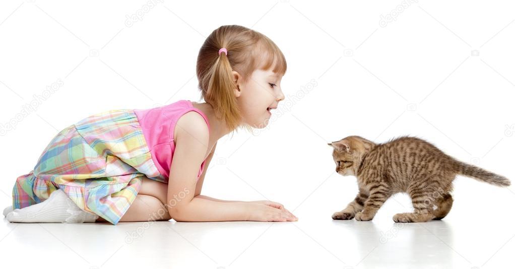 Девочка играется с киской фото 459-131