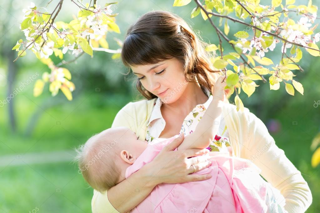 download hot breast feeding pic