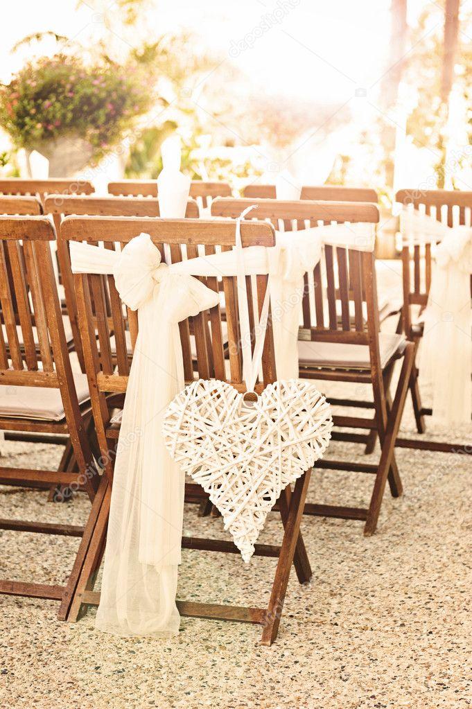 Hochzeit Stuhle Mit Herz Dekoration Mit Sonneneruption Stockfoto